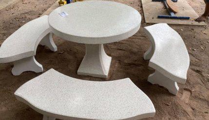 คุณนเรศ อยู่มงคล ผู้ใหญ่ใจดีมอบชุดโต๊ะเก้าอี้หินขัด